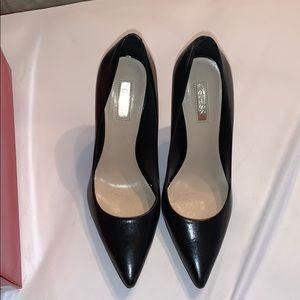 Black heels with gold tip